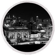 Kansas City In Black And White Round Beach Towel