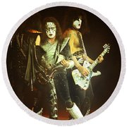 Kiss-3shot-0560 Round Beach Towel