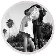 Kissing Sailor And Nurse Round Beach Towel by Christiane Schulze Art And Photography