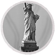 Lady Liberty Black And White Round Beach Towel