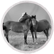 Lean On Me B And W Wild Mustang Round Beach Towel