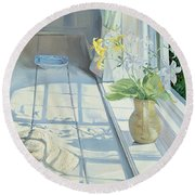 Lilies And A Straw Hat Round Beach Towel