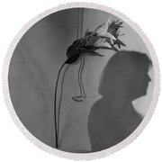 Lily And Male Figure Shadow Round Beach Towel