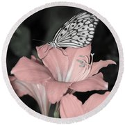 Lily With Butterly  Round Beach Towel