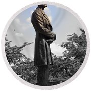 Lincoln At Lytle Park Round Beach Towel