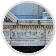 Lincoln County Courthouse Door Arch Round Beach Towel