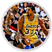 Magic Johnson Vs Clyde Drexler Round Beach Towel