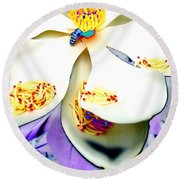Magnolia Bee Round Beach Towel
