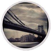 Manhattan Bridge In Ny Round Beach Towel