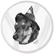 Marlee In Witch's Hat -021 Round Beach Towel