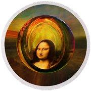 Mona Lisa Circondata Round Beach Towel