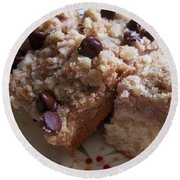 Mouthwatering Crumb Cake Round Beach Towel
