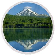 1m5705-h-mt. Mcloughlin From Lake Of The Woods Round Beach Towel