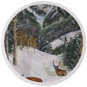 Mule Deer In Winter Round Beach Towel