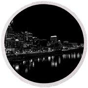 Nashville Skyline At Night In Black And White Round Beach Towel