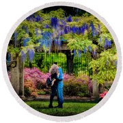 Round Beach Towel featuring the photograph New York Lovers In Springtime by Chris Lord