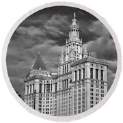 New York Municipal Building - Black And White Round Beach Towel