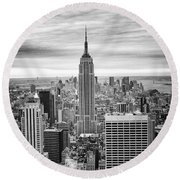 Black And White Photo Of New York Skyline Round Beach Towel