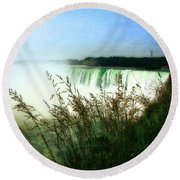 Niagara Falls With Grasses Round Beach Towel