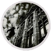 Noir Moment In Brugges Round Beach Towel