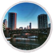 Ohio Street Bridge Over Chicago River Round Beach Towel