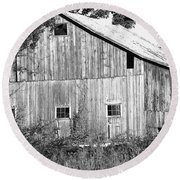 Old Barn  Round Beach Towel