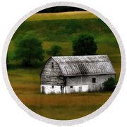 Old Barn Near Buckhannon Round Beach Towel
