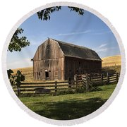 Old Barn On The Palouse Round Beach Towel