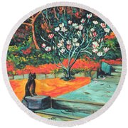 Old Bear Cat And Blooming Magnolia Tree Round Beach Towel