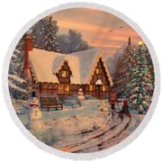 Old Christmas Cottage Round Beach Towel
