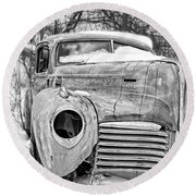 Old Hudson In The Snow Black And White Round Beach Towel