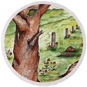 Old Oak Tree With Birds' Nest Round Beach Towel