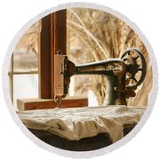 Old Sewing Machine Round Beach Towel