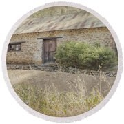 Old Stone Cottage Round Beach Towel