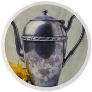 Old Teapot With Sunflower Round Beach Towel