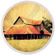 Old Texas Barn Round Beach Towel