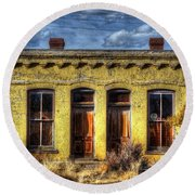Old Yellow House In Buena Vista Round Beach Towel