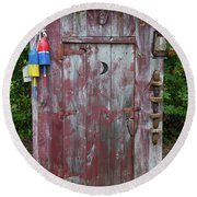 Outhouse Shed In A Garden, Marion Round Beach Towel