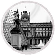 Paris Black And White Photography - Louvre Museum Pyramid Black White Architecture Landmark Round Beach Towel