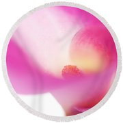 Passion For Flowers. Pink Veil Round Beach Towel