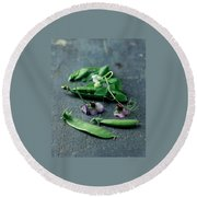 Pea Pods And Flowers Round Beach Towel