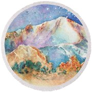 Pikes Peak Over The Garden Of The Gods Round Beach Towel