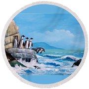 Pinguinos De Humboldt Round Beach Towel