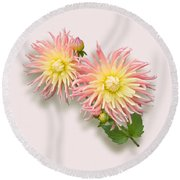 Pink And Cream Cactus Dahlia Round Beach Towel