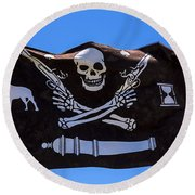 Pirate Flag With Skull And Pistols Round Beach Towel
