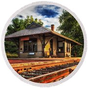 Queponco Railway Station Round Beach Towel