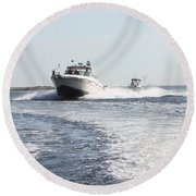 Racing To The Docks Round Beach Towel