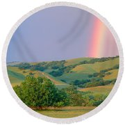 Rainbow And Rolling Hills In Central Round Beach Towel