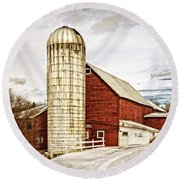 Red Barn And Silo Vermont Round Beach Towel