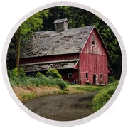 Red Barn - County Road  Round Beach Towel